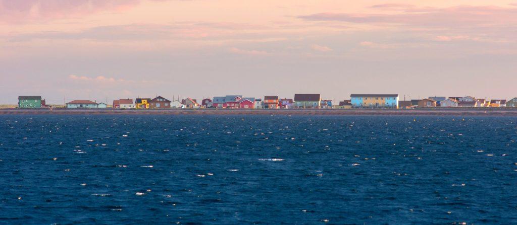 Au village de Miquelon, les habitants craignent de finir sous les eaux